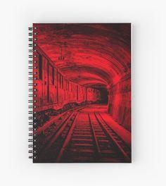 FLIP FOTOGRAFÍA: TREN ROJO - Cuaderno espiral. En las entrañas de la ciudad, un viejo tren circula por un túnel en busca de la próxima estación, atravesando la oscuridad y el tiempo/ FLIP PHOTOGRAPHY: RED TRAIN - SPIRAL NOTEBOOK. In the entrails of the city, an old train runs through a tunnel in search of the next station, crossing the darkness and the time.
