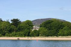 If your dream wedding venue is a manor house in the countryside, you'll find your perfect space on our list of country house wedding venues in Ireland! Old Country Houses, Country House Hotels, Country House Wedding Venues, Park Lodge, Park Homes, Cool Countries, Maine House, Beautiful Gardens, Perfect Place
