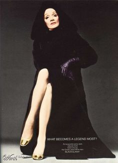 Marlene Dietrich for the Blackglama Mink Campaign 'What Becomes A Legend Most? Golden Age Of Hollywood, Vintage Hollywood, Hollywood Glamour, Classic Hollywood, Hollywood Divas, Marlene Dietrich, Robert Mapplethorpe, Bert Stern, Annie Leibovitz
