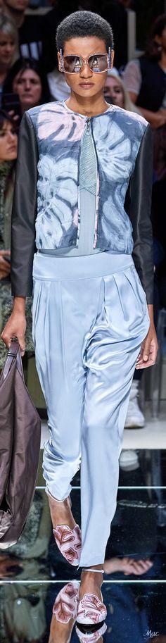 Emporio Armani, Giorgio Armani, Love Fashion, Fashion Show, Womens Fashion, Fashion Tips, Fashion Design, Fashion Trends, Armani Prive