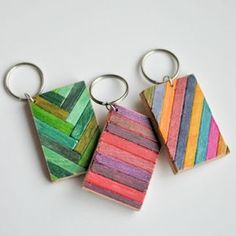 Easy to Decorate Wooden Keychain #DIY #paint #accessory