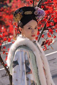 Sun Li in ancient Manchu Qing Dynasty fashion