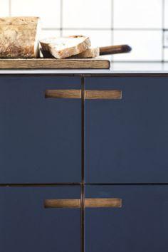 blue kitchen inspiration, minimalist kitchen cupboard handles, blue kitchen ideas, custom kitchen cupboards, flush kitchen handles