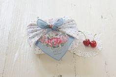華やかなお弁当包みで、ランチタイムが楽しくなりそうです。Handkerchief as wrapping paper (version 2)
