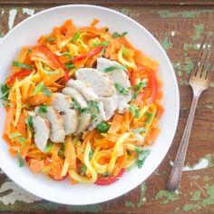 Salade tiède carotte, mangue et poulet | Saladexpress.ca Julie, Meat, Chicken, Ethnic Recipes, Food, Mango, Salads, Green Onions, Meals