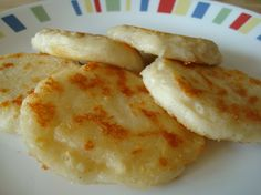 Arepas Colombianas Recipe - Find this recipe and more in Steinbach's online recipe collection. Colombian Arepas, Colombian Dishes, Colombian Food, Colombian Culture, Columbian Recipes, Good Food, Yummy Food, Yummy Eats, Comida Latina