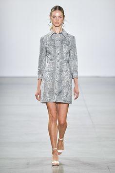 Elie Tahari Spring 2020 Ready-to-Wear Fashion Show - Vogue Elie Tahari, Fashion 2020, Runway Fashion, Fashion Brands, Wild Fashion, Women's Fashion, Unique Fashion, Fashion Designers, Spring Fashion