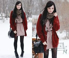 Clash of colors Japanese Winter Fashion, Autumn Winter Fashion, Fall Winter, How To Wear Cardigan, Red Cardigan, Girl Fashion, Fashion Outfits, Asian Fashion, Layered Fashion