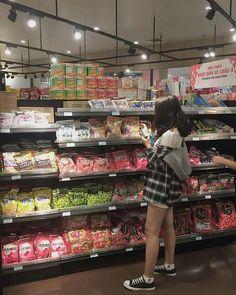 "[COMPLETED] Sequel Posesif. ""Gimanapun keadaanya, aku bakal selalu … #fiksipenggemar # Fiksi penggemar # amreading # books # wattpad Ulzzang Korean Girl, Ulzzang Couple, Girl Photography Poses, Tumblr Photography, Korean Aesthetic, Aesthetic Girl, Ulzzang Fashion, Korean Fashion, Moda Ulzzang"