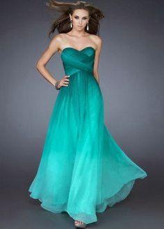 Magicos vestidos largos llenos de detalles y alta costura