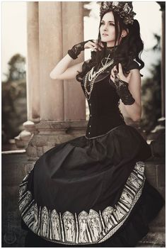 Model: Fille de porcelaine Photo: Knochensaege - Photodesign Headdress: Hysteria Machine Welcome to Gothic and Amazing |www.gothicandamazing.org