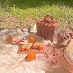 ght ✰ — ▒〭⃝⃘⃛🌾⃫༶̫fairy garden icons! Nature Aesthetic, Aesthetic Food, Aesthetic Photo, Aesthetic Pictures, Aesthetic Pastel, Picnic Date, Summer Picnic, Different Aesthetics, Cottage In The Woods