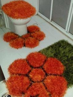 Discover thousands of images about Pom Pom Rug, Pom Pom Wreath, Dyi Rugs, Woolen Craft, Crochet Coaster Pattern, Crochet Carpet, Latch Hook Rugs, Bottle Cap Art, Patterned Carpet