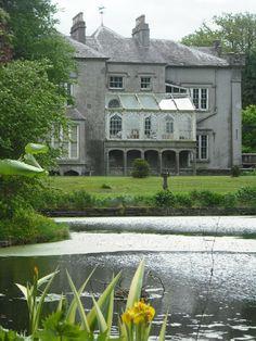 Shankill Castle is an Irish country house in county Kilkenny, Ireland. Waterford City, Dublin Airport, Irish Sea, Republic Of Ireland, Farm Yard, Organic Farming, Historic Homes, Places To Travel, Castle