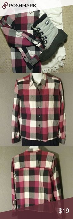 NWOT Christopher & Banks 100% cotton shirt M plaid EUC crisp medium weight 100% cotton, perfect for the fall. Cranberry, black and white. 2 front pockets, strap and button adjustable bottom sides. Christopher & Banks Tops Button Down Shirts