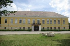 Batthyány-Wenckheim-palace, Kisbér, Hungary Great Plains, Hungary, Budapest, Mansions, Palaces, Country, House Styles, Castles, Buildings