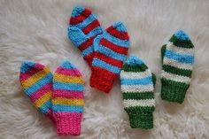 Barnvantar i busiga färger. | Baby Mittens, Knit Crochet, Gloves, Wool, Knitting, Sewing, Pattern, Crafts, Crocheting