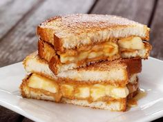 Need Sandwich ideas? Summerds are best enjoyed with yummy summer sandwiches. So, here are the best sandwich recipes which you would surely want to try. Banana Sandwich, Peanut Butter Sandwich, Peanut Butter Banana, Grilled Sandwich, Banana Bread, Sandwiches, Yummy Healthy Snacks, Yummy Food, Delicious Recipes