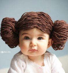 Ha a te gyermekeid is imádják a Star Wars/Csillagok Háborúja sorozatot , és szeretnétek egy filléres de mégis vicces (farsangi)jelmez kiegészítőt készíteni akkor ezt a fonalból készült Leia hercegnő parókát nektek találták ki! Az elkészítése rendkívül egyszerű: csak ...