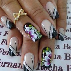 Uñas decoradas con flores Classy Nail Designs, Diy Nail Designs, Beautiful Nail Designs, Beautiful Nail Art, Pretty Toe Nails, Fancy Nails, Bling Nails, Cute Nails, Pearl Nails
