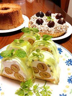 実家の両親に作ってあげました。(^^) ヨーグルトのゼリーケーキは、ゼリー好きの母に喜ばれました*\(^o^)/* このあと場所を変えてモンブランタルトメインの画像をアップします。 - 254件のもぐもぐ - ヨーグルト&キウイのゼリーケーキとモンブラン by かず