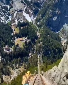 Travel Discover Switzerland: Ultimate Budget Travel tips! Is traveling Switzerland on a Budget possible? Budget travel tips travel guide. Top Travel Destinations, Bali Travel, Iceland Travel, Nightlife Travel, Hawaii Travel, Travel Usa, Places To Travel, Budget Travel, Europe Budget