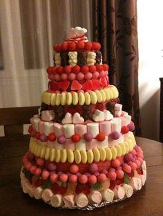 Pièce montée de bonbons : 4h de travail, 17 paquets de bonbons. Chocolates, Deco Buffet, Party Like Its 1999, Candy Cakes, Birthday Parties, Birthday Cake, Candy Bouquet, Candyland, Baked Goods