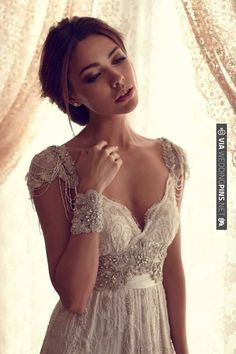 What a beautiful vintage style wedding dress! Such pretty detail