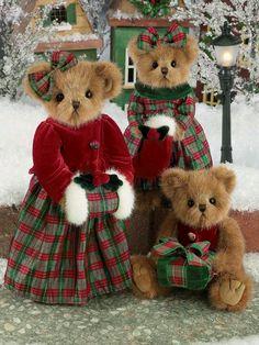 Christmas Teddy Bear Holiday Family in Red Green Tartan Plaid Tartan Christmas, Christmas Teddy Bear, Christmas Colors, Bear Photos, Bear Pictures, Vintage Teddy Bears, Cute Teddy Bears, Ours Boyds, Teddy Bear Clothes