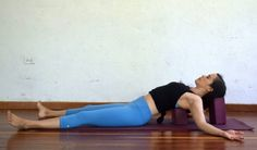 10 Yoga Poses To Open The Chest And Shoulders - Argentina Rosado Yoga Yoga poses to open chest and shoulders - Supported Fish Pose with Blocks - Argentina Rosado Yoga Yoga Stretches For Beginners, Workout For Beginners, Stretching Exercises, Fish Pose Yoga, Pilates Poses, Pilates Barre, Warm Up Yoga, Yoga Shoulder, Beauty