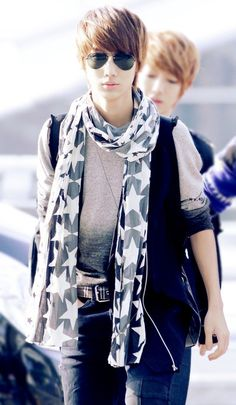 Kwangmin your getting close to flamin with that scarf sweetheart. But I still love you :)