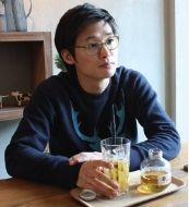 An interview with YOON Sung-hyun, the director of BLEAK NIGHT. Circa 2011, by CHOI Hee-sook and via Kobiz (Korean Film Business Zone).