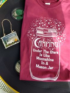 Camping Glamping, Camping Gear, Camping Hacks, Camper Signs, Lake Signs, Free Math, Vinyl Designs, Happy Campers, Shirts With Sayings