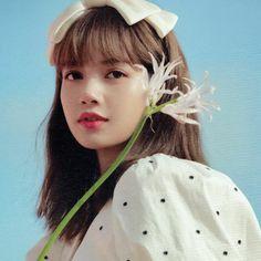 Kpop Girl Groups, Kpop Girls, Lisa Blackpink Wallpaper, Lisa Bp, Black Pink Kpop, Blackpink Photos, Blackpink Fashion, Jennie Blackpink, Blackpink Jisoo
