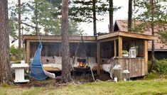 Vertical garden made with palette Source by Backyard Greenhouse, Backyard Sheds, Backyard Landscaping, Outdoor Rooms, Outdoor Living, Outdoor Decor, Outdoor Ideas, Garden Tool Storage, Interior Garden