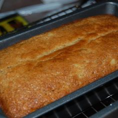 A moist and delicious island style banana bread. It is also gluten-free as we are using mochiko in the recipe. Mochiko is a japanese sweet rice flour. MOCHIKO IS SWEET RICE FLOUR Hawaiian Desserts, Asian Desserts, Köstliche Desserts, Hawaiian Recipes, Filipino Desserts, Plated Desserts, Butter Mochi, Mochi Bread Recipe, Cake