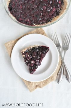 Healthy Blueberry Pie 5 cups fresh blueberries 1/3 cup maple syrup 1/3 cup water Juice from 1/2 a lemon 1 tsp cinnamon 2 T chia seeds 1 T arrowroot 1/4 tsp sea salt