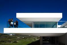 Villa Escarpa by mario martins atelier as Architects