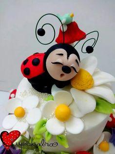 531 best Ladybug cakes images on Cake Decorating Techniques, Cake Decorating Tips, Cookie Decorating, Pretty Cakes, Cute Cakes, Beautiful Cakes, Ladybug Cakes, Bird Cakes, Fondant Cakes