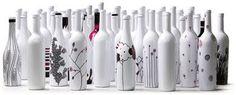 Estes grafismos nas garrafas são geniais. Uma ótima idéia para reciclar e decorar. Vocês não acham? Estas são do artista Danilo T. Berzagh...