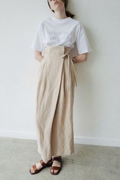 Chic tan linen wrap skirt that will go with many outfits! Modest Fashion Hijab, Modesty Fashion, Muslim Fashion, Modest Outfits, Korean Fashion, Fashion Days, Diy Fashion, Love Fashion, Ideias Fashion