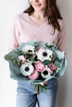 Цветочные композиции и букеты с доставкой в Твери по самых привлекательным ценам от профессиональных флористов. Закажите букет из самых свежих цветов в Твери. Mint Flowers
