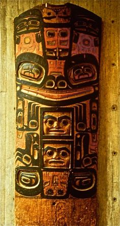 Here is the 2nd of four houseposts from the village of Klukwan, Alaska. I believe the main figure may represent a frog, regardless it is composed similarly to the bear image from yesterday with several interesting variations. via Barry Herem FB