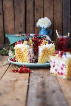 Quark-Waffeltorte mit Beeren - Waffle Cake with Berries Rezept | Das Knusperstübchen