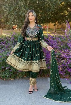 Zari Dozi Three Piece Dress. Indian Gowns Dresses, Ball Gown Dresses, Indian Wedding Outfits, Pakistani Outfits, Afghan Wedding Dress, Nikkah Dress, Balochi Dress, Afghani Clothes, Beautiful Pakistani Dresses