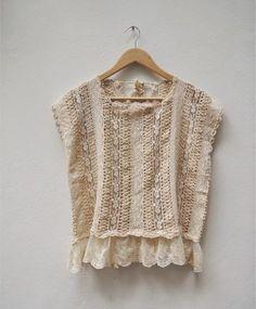 Como ya saben a mí la moda romántica de Paula y Agustina Ricci  me encanta.   Por ello les muestro lo nuevo: una camperita corta ... Crochet Wool, Crochet Blouse, Crochet Poncho, Remake Clothes, Crochet Magazine, How To Purl Knit, Crochet For Kids, Vintage Crochet, Crochet Clothes