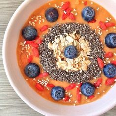 23 Beautiful Smoothie Bowls That Will Inspire Your Snacking Breakfast Smoothies, Smoothie Drinks, Breakfast Bowls, Smoothie Bowl, Healthy Smoothies, Smoothie Recipes, Healthy Meals, Good Food, Yummy Food