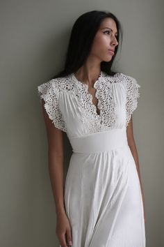 Classic and elegant – these are the best words that describe a vintage lace dress. Get to know a vintage white lace dress by reading here. 1970s Wedding Dress, Vintage Inspired Wedding Dresses, Vintage Dresses, Vintage Weddings, Lace Silk, Mode Inspiration, Vintage Lace, Vintage Theme, Vintage 70s