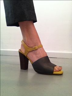 Chie Mihara Sandal Apasea in Anthracit and Yellow €249