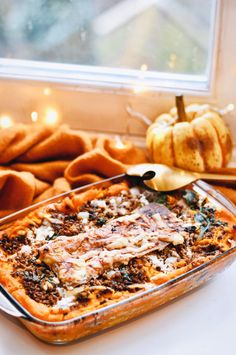 Vegetarian lasagna with pumpkin and spinach Vegetarian recipe - If there is something I have not made for a long time, it is a nice, large oven dish full of lasagn - Veggie Recipes, Vegetarian Recipes, Dinner Recipes, Cooking Recipes, Healthy Recipes, Oven Dishes, Food Dishes, Good Food, Yummy Food